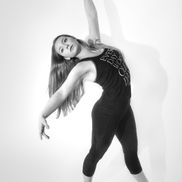 Social52.ch Fitness and Portrait Photography - Classical Dance Pose