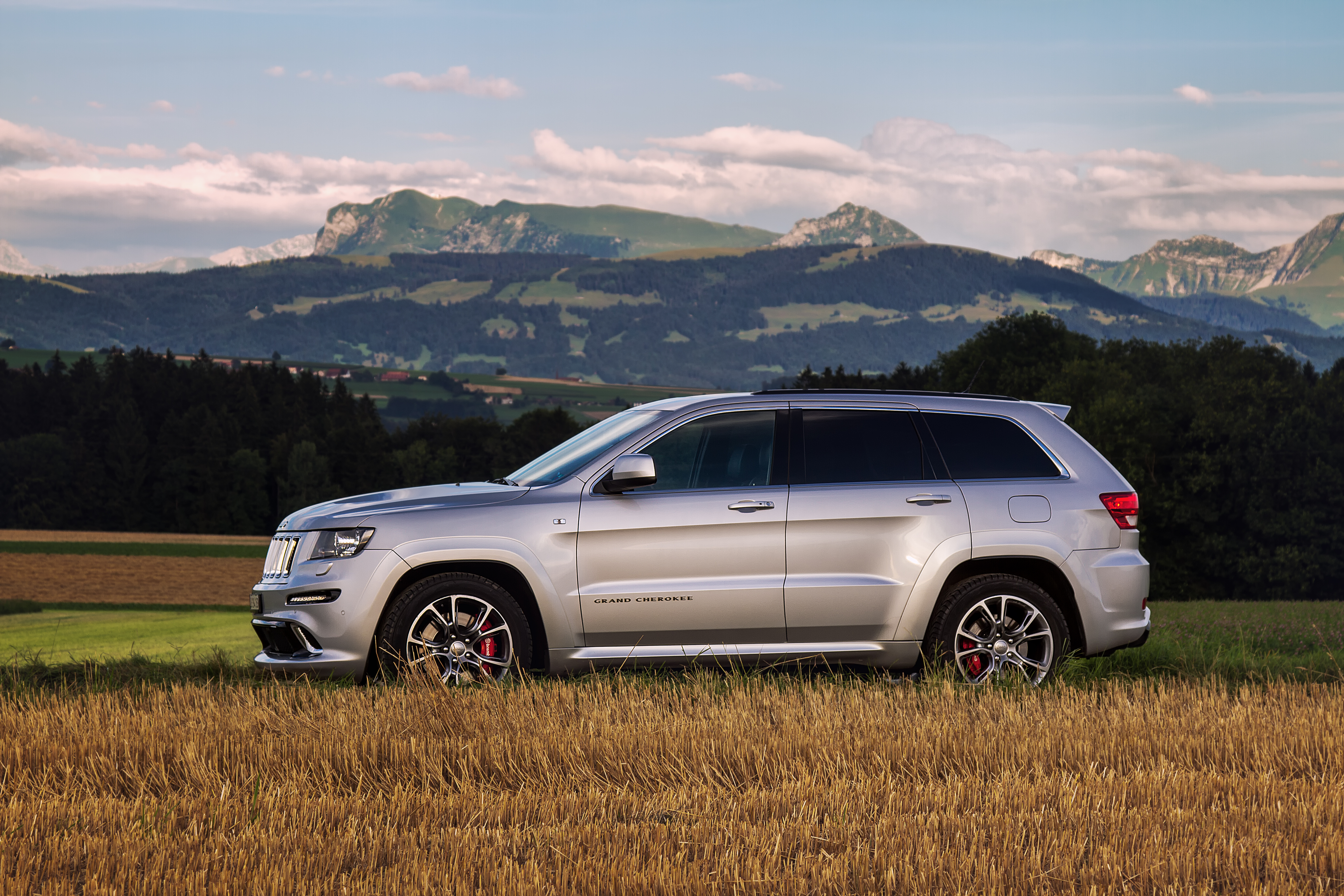 Social52.ch Product Photography -  Asphalte.ch -  Jeep Grand Cherokee SRT8